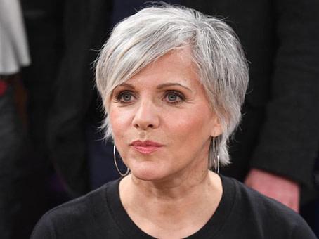 neu Mut zur Natürlichkeit: Wenn Frauen zu grauen Haaren stehen