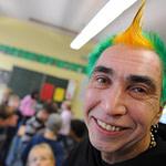 Schriller Schulleiter: Ein Punk Lehrer Mit Irokesen Frisur Wird  – Frisuren Männer Irokese
