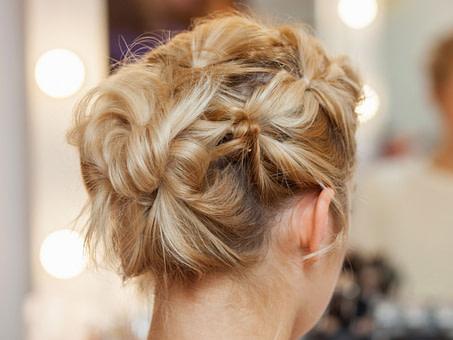 Haare hochstecken: Frisuren-Anleitung und Styling-Tipps – NIVEA