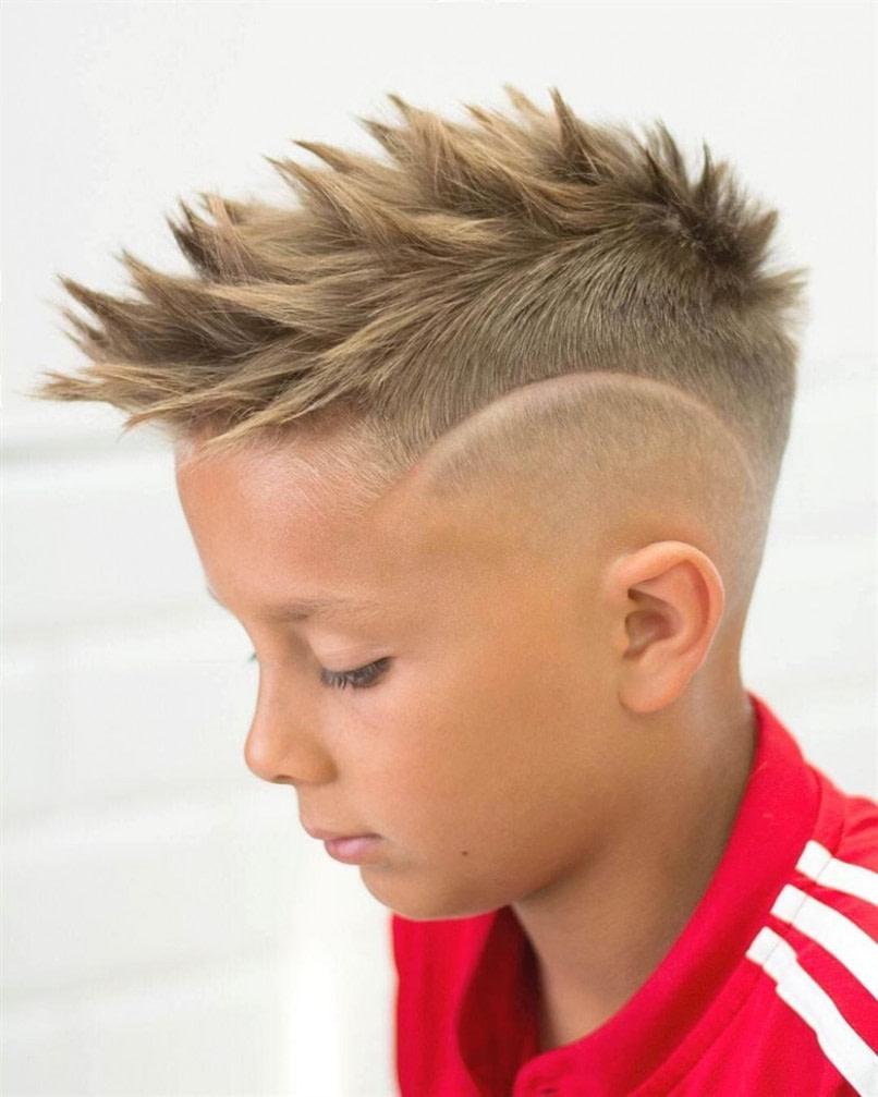 das beste Undercut Jungs: 15 trendige Frisuren für Kleinkinder - männer frisuren zopf undercut