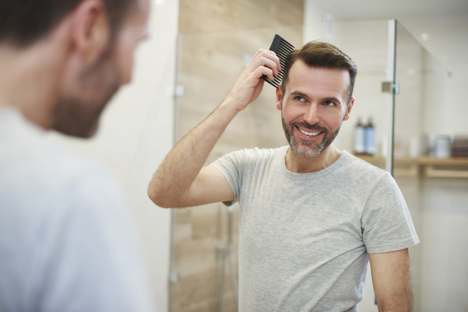 genial Frisuren bei Haarausfall für Männer und Frauen  Haarzentrum an  - frisur hinterkopf mann