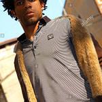 Porträt Einer Schönen Jungen Afrikanischen Mann Auf Der Straße  – Schöne Frisuren Männer