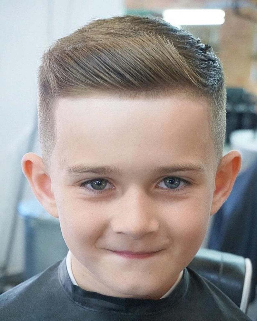 Undercut Jungs: 15 Trendige Frisuren Für Kleinkinder - Männer Frisuren Zopf Undercut