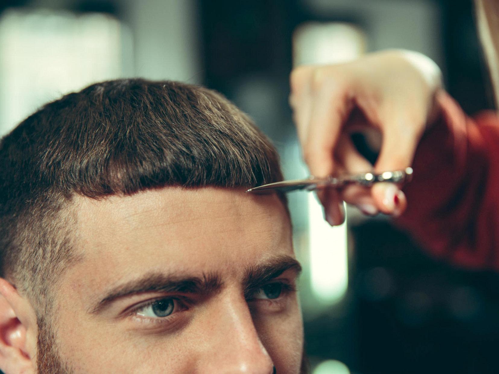 schön Haare selber schneiden: Tipps für Kurzhaarschnitt bei Mann und Kind - frisuren männer lichtes haar